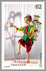 """Die Sonderbriefmarke zum 100-jährigen Bestandsjubiläum des Salzburger Marionettentheaters zeigt die bekannte Papageno-Puppe aus Mozarts Oper """"Die Zauberflöte"""". ©Bild: Post.at"""