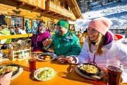 Weltweit einzigartig: Auf vielen der 120 Skihütten in der Salzburger Sportwelt werden hausgemachte Köstlichkeiten serviert. ©Foto: Tom Lamm, Salzburger Sportwelt