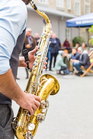 Flanierfestival VIELKLANG belebt die Altstadt (©Foto: TVB Salzburger Altstadt/Wildbild)
